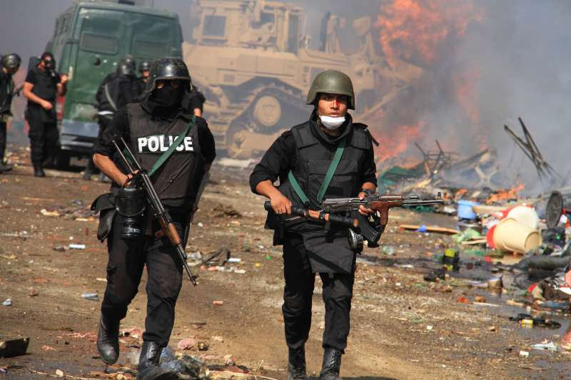 2013年8月,埃及軍政府鐵腕鎮壓前總統穆爾西(Mohamed Morsi)的支持者(AP)