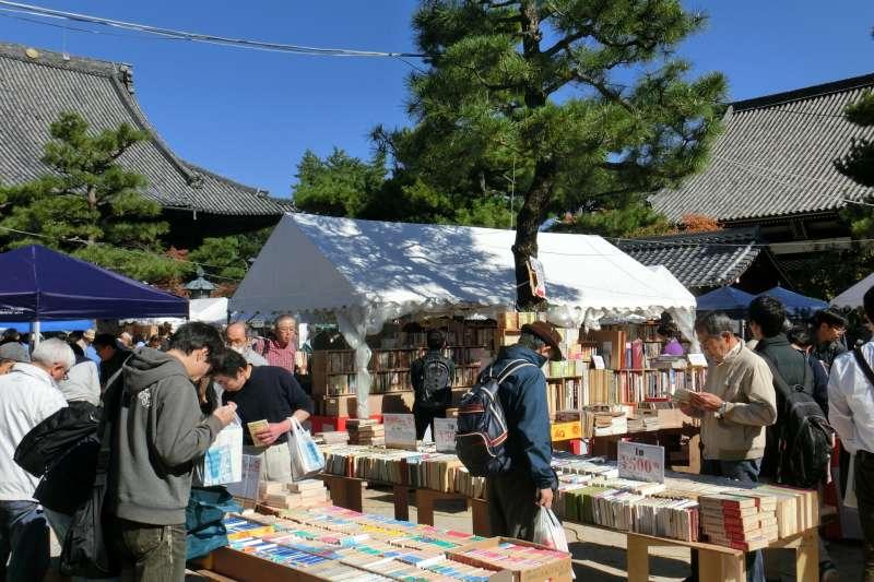 京都古書研究會主辦的古書市集。(取自京都古書研究會網站)