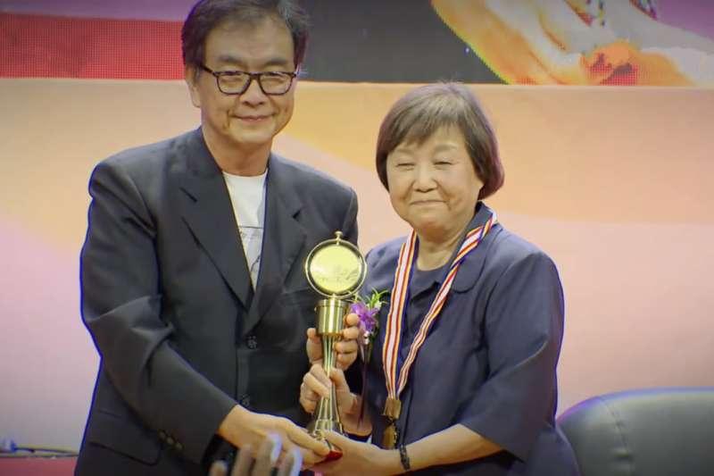 林媽利致力於台灣血液醫學數十年,於2017年獲得醫療奉獻獎。(圖/截自YouTube)