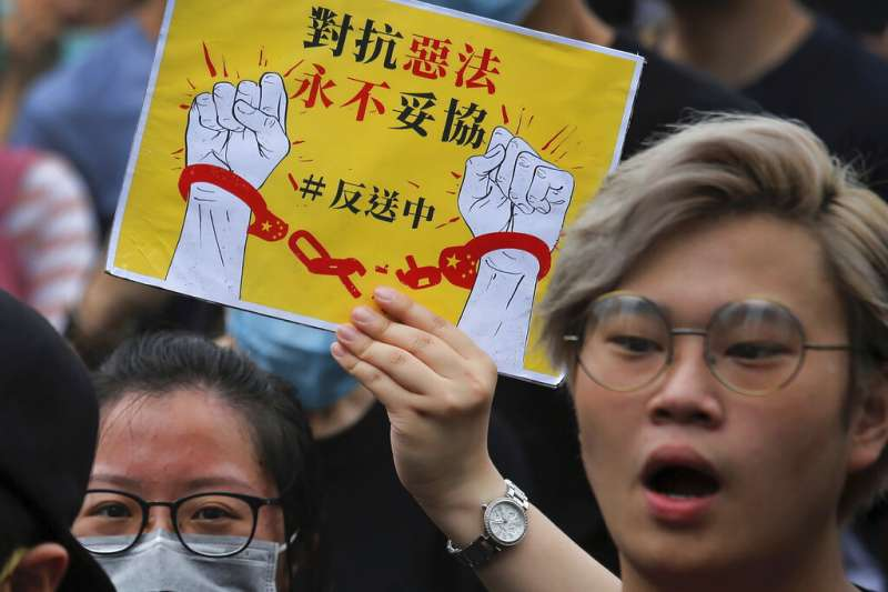 作者認為,香港要結束今次風波,政府必須真正讓步,答應示威者的所有要求。(資料照,美聯社)