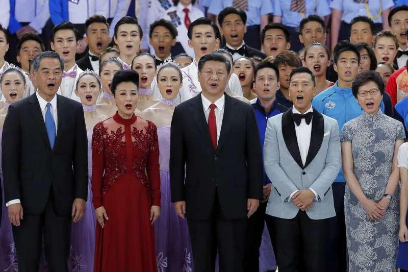 香港的反送中抗爭成功擋下《逃犯條例》修正,香港特首林鄭月娥今後的仕途也蒙上一層陰影。(美聯社)