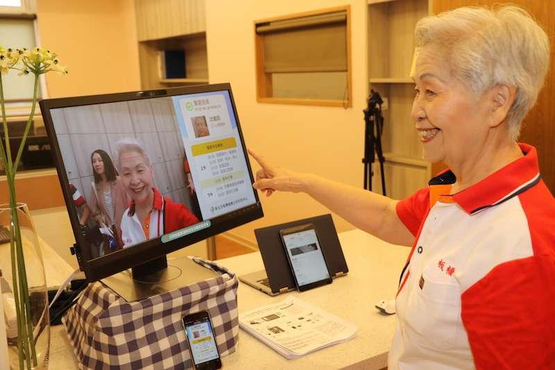新北市第41家板橋憶樂公共托老中心於19日正式啟用,中心最大特色為醫養合一,並導入智慧科技,採用人臉辨識系統偵測各項數值,並連結相關資源,以提供多元服務。(圖/新北市社會局提供)
