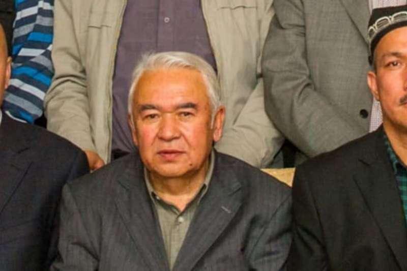 努爾穆罕默德・土赫提(中)在新疆首府烏魯木齊參加一次學術會議。(美國之音)