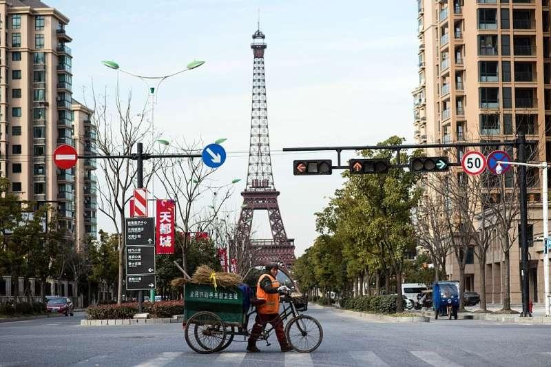 中國房地產市場化後,西方文化符號成為很多住宅小區銷售的賣點。(BBC中文網)