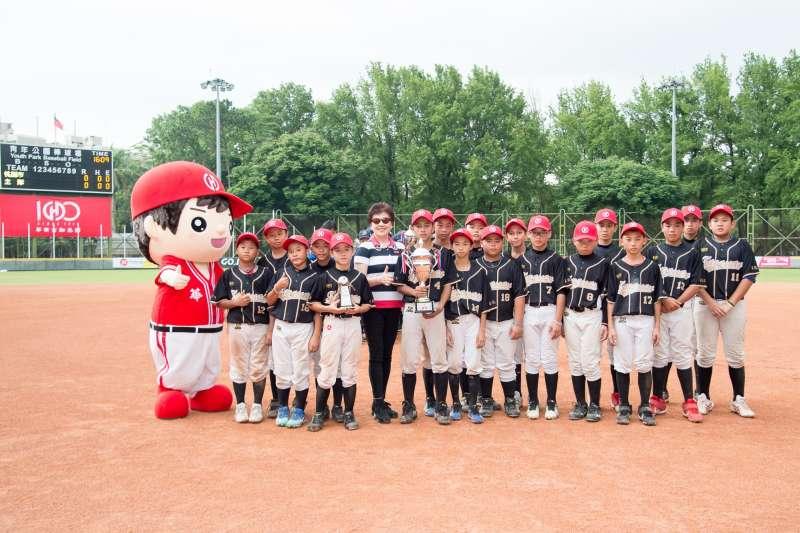 讓熱愛棒球的孩子都能勇敢追夢。(圖/華南金控提供)