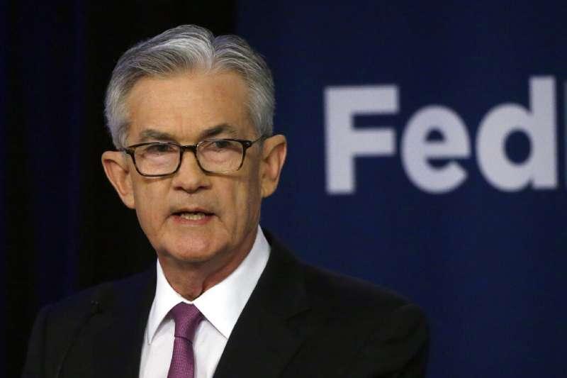 美國聯邦準備理事會主席鮑爾19日表示利率維持不變,但經濟不確定性增加,聯準會許多成員都覺得降息的理由已經「增強」。(美聯社)