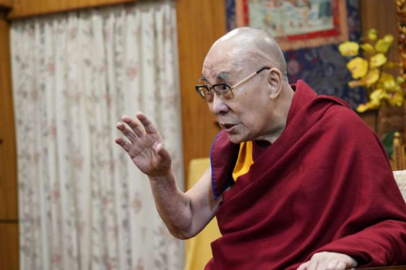 美國之音在達蘭薩拉專訪達賴喇嘛。(美國之音)