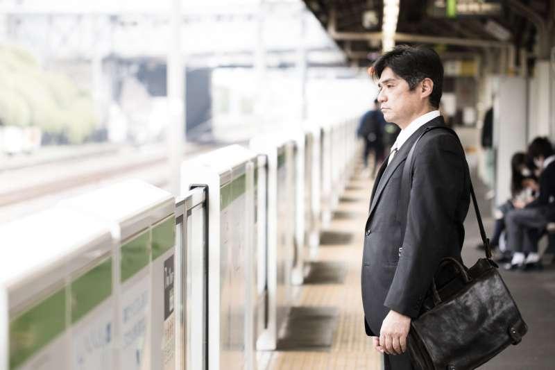 中年丈夫突然辭職,要去創業圓夢,是怎麼回事呢?(示意圖非本人/すしぱく@pakutaso)