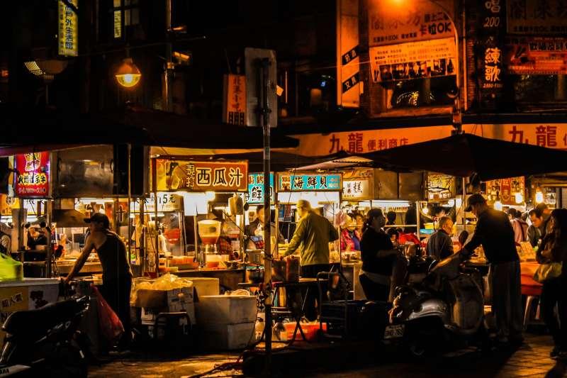 台灣庶民文化中,夜市美食占有重要位置(圖/Unsplash)
