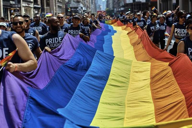 法國民調顯示,人們對同志的態度會隨著時間轉變。圖為美國紐約同志大遊行。(美聯社)