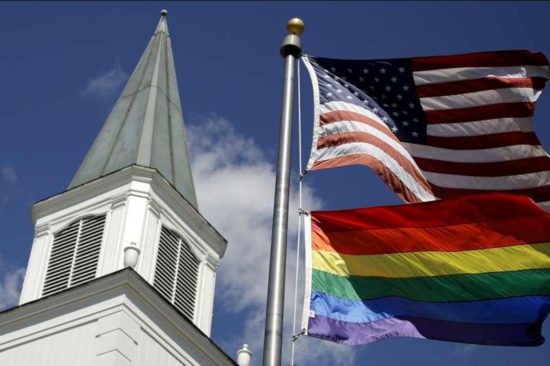 美國紐約石牆事件爆發50年後,美國宗教界對於同性戀是否仍舊歧視或轉趨友善包容?(美聯社)