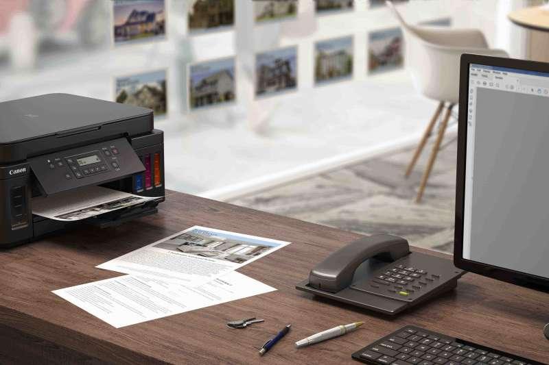 Canon 拓展旗下商用連供印表機 G 系列陣容 G6070 、 G5070 、 GM2070 ,結合小尺寸、自動雙面列印、大進紙能力、有線無線網路相容性,以最精省的成本,提供極高列印量。(圖/Canon提供)