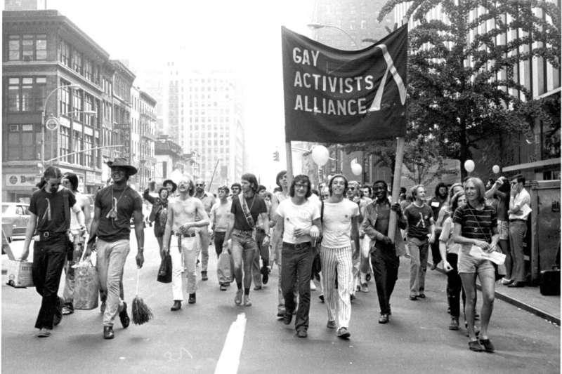 石牆酒吧事件50周年,1971年6月美國紐約同志驕傲遊行。(AP)