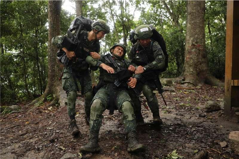 20190625-陸軍「突擊兵幹部訓練班」自24日開始展開最後5天4夜的期末測驗。(取自青年日報)