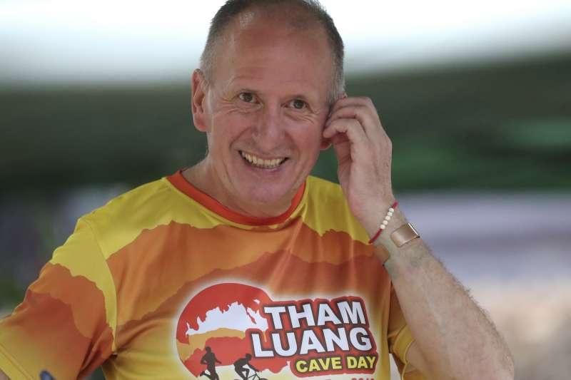 時隔一年,探險家昂斯沃思憶起泰國少年足球隊救援行動仍心有餘悸。(AP)