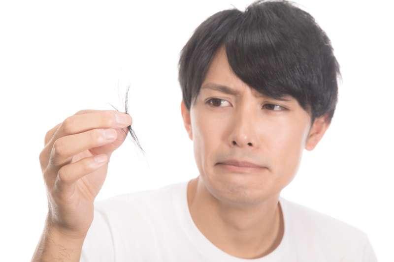 現代人工作、生活壓力大,容易引起肝鬱不暢,日久則易化熱,有可能讓頭髮狀態越來越不健康、容易落髮。(圖/完伍@pakutaso)
