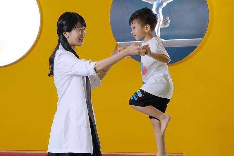 史波奇職能治療師呂家馨指出 6歲前黃金期 運動開發兒童大腦潛能. (圖/史波奇提供)