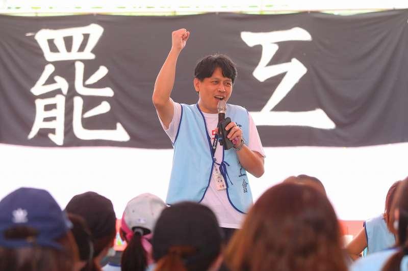 20190626-南崁長榮航運大樓前長榮空服員罷工,長榮航空機師到場聲援。(顏麟宇攝)
