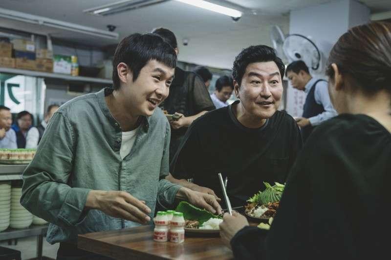 韓國導演奉俊以《寄生上流》一舉奪下韓國影史上首座金棕櫚獎(圖/美麗佳人)