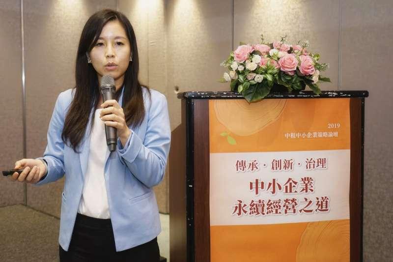 台中精機董事長特助黃怡穎決定從拿手的品牌行銷做起。(攝影/林暐竣)