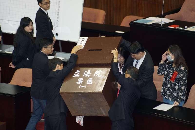 20190627-立法院臨時會對司法院大法官被提名人行使同意權案投票,進行開票作業。(盧逸峰攝)