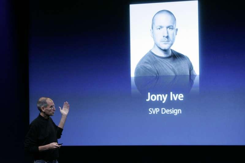 27日,蘋果首席設計長強尼.艾夫(Jony Ive)宣布離職,自立門戶。(AP)
