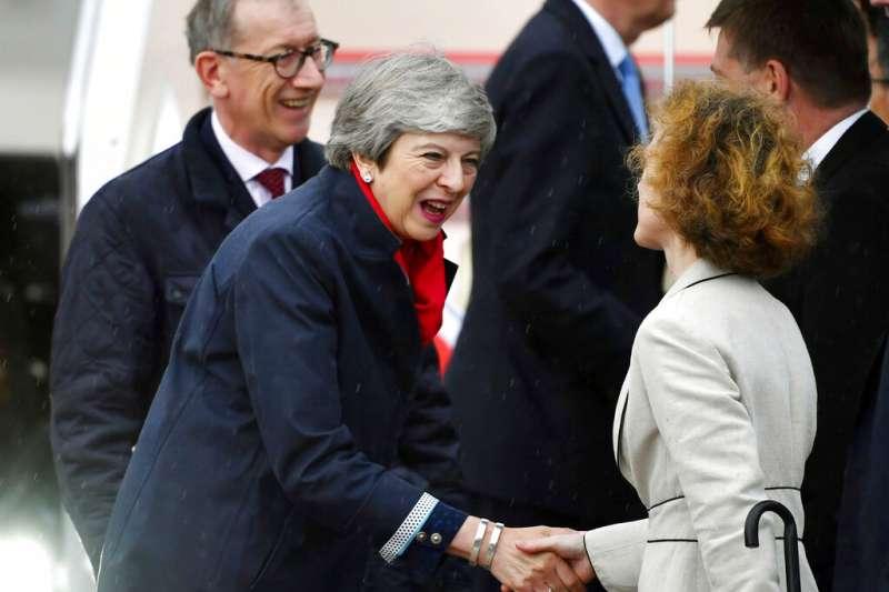 英國首相梅伊到訪大阪。(美聯社)