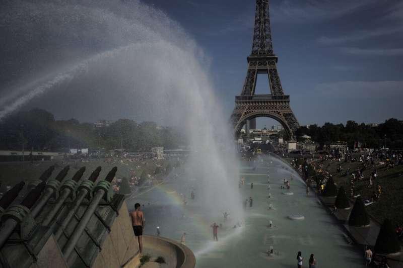 2019年6月,初夏的熱浪在法國創下攝氏45.9度高溫紀錄。(AP)