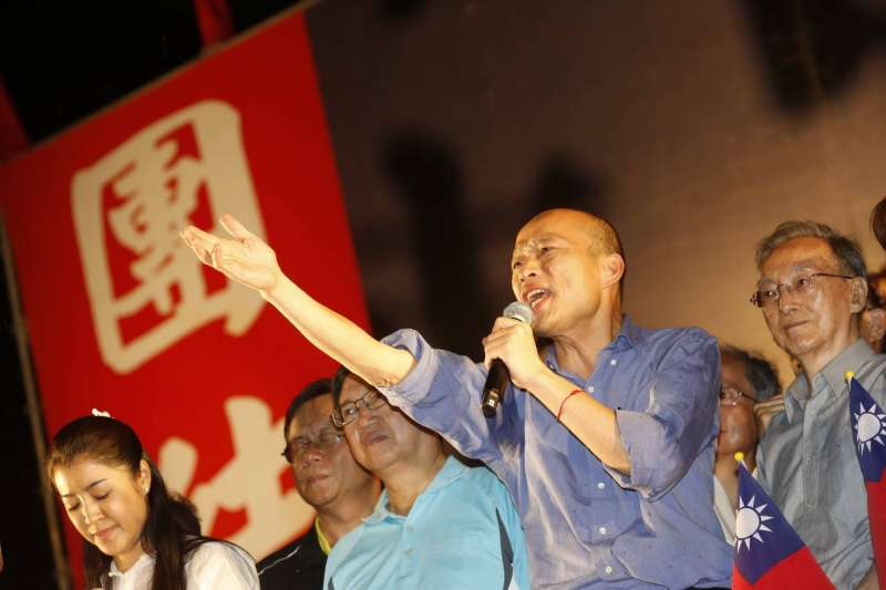 日前提倡罷免高雄市長韓國瑜(前)的香蕉煎餅店風波持續延燒。(資料照,新新聞郭晉瑋攝)