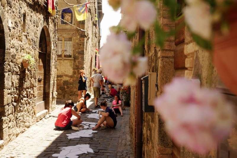 波額塞納小鎮以花毯來慶祝的聖體聖血節(曾廣儀攝)