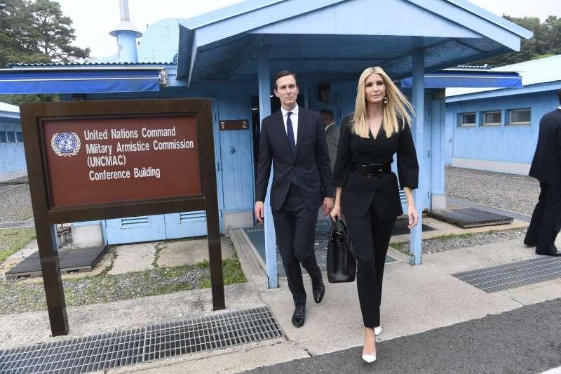 2019年6月30日,美國總統川普女兒伊凡卡與女婿庫許納同遊兩韓軍事區的板門店(AP)