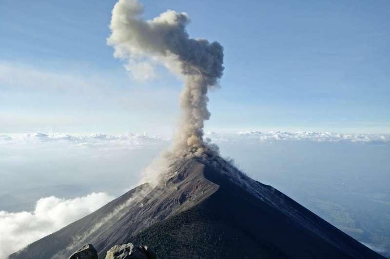 中研院研究員林正洪日前指出,大屯火山群實為活火山,引來輿論一度譁然(圖/Unsplash)