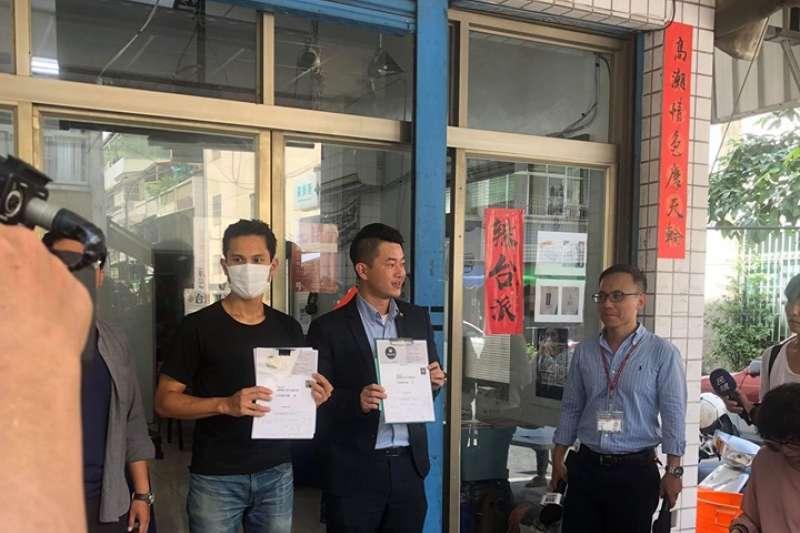 罷免高雄市長韓國瑜行動宣布第一階段3萬份連署即將達標,1日上午由台灣基進黨與「公民割草行動」聯合舉行記者會,宣布將在7月14日下午舉行《因為愛高雄,所以站出來》熱身首映會。(取自3Q陳柏惟臉書)