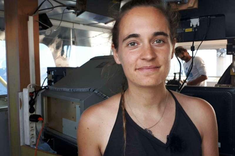 31歲的拉奎特(Carola Rackete)為了營救海上難民,強行將船停靠義大利港口,恐將面臨10年刑期。(AP)