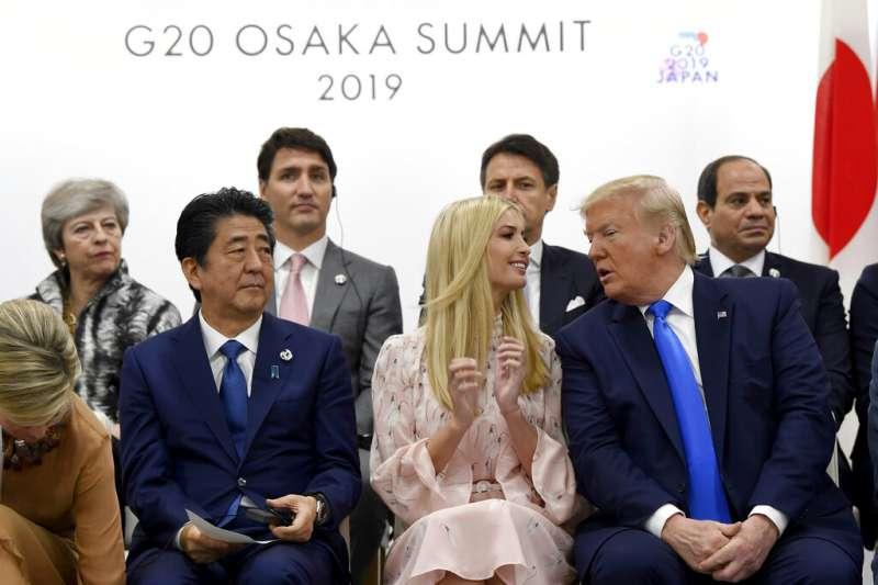 美國總統川普女兒伊凡卡在日本大阪20國集團(G20)峰會時頻頻露臉搶鏡,引發爭議。(AP)