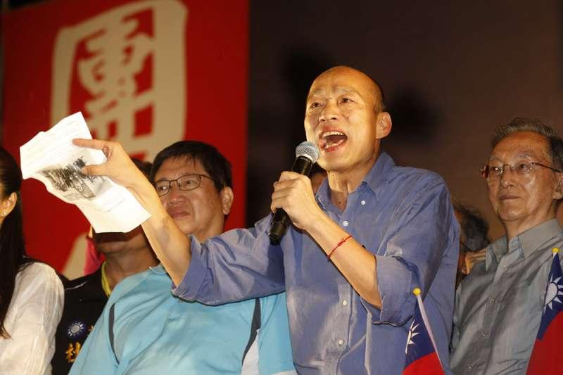 高雄市長韓國瑜(中)靠「庶民語言」打動人心。(資料照,郭晉瑋攝)