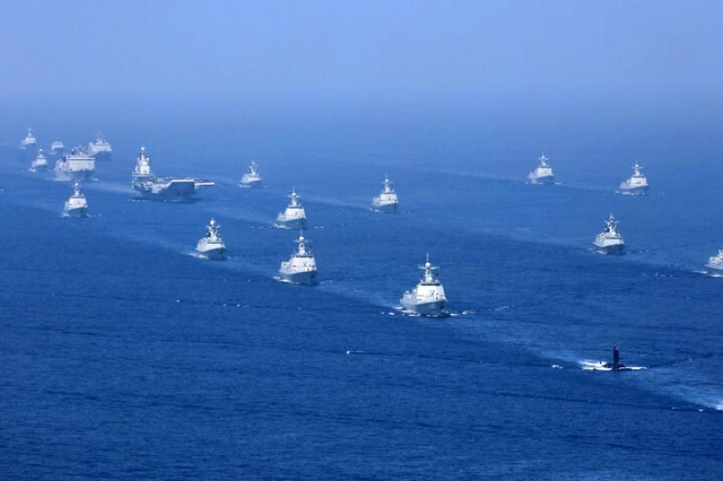 日本在長崎發現的遼寧號航艦戰鬥群編組,幾乎與去年相同。圖為2018年4月遼寧號在南海進行軍演。(美聯社)