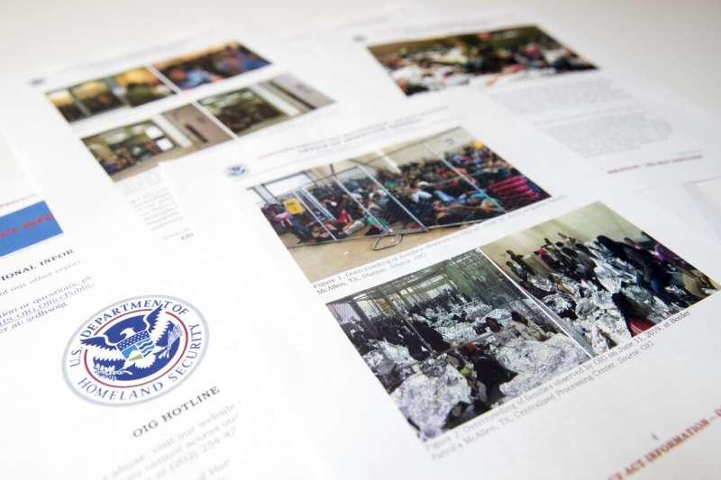 20190702美國國土安全部2日發表報告警告稱,美墨邊境的移民安置機構爆滿,「非常危險」,釋出的照片畫面令人不忍。(AP)