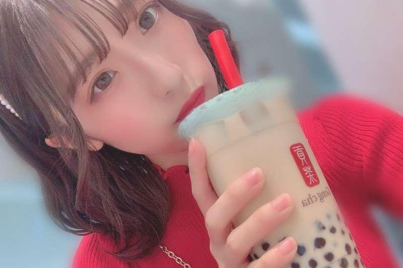 珍珠奶茶在日本大行其道,台商日出茶太的東京新店,竟要排隊近2小時才能買到一杯珍奶(圖片來源:日本女演員dela神田風音個人推特)