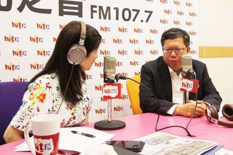 20190704-桃園市長鄭文燦(右)4日上午接受廣播節目《周玉蔻嗆新聞》專訪。(Hit Fm《周玉蔻嗆新聞》製作單位提供)