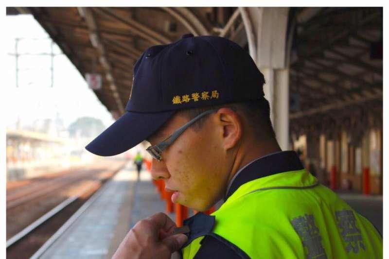 殉職鐵路警察李承翰昔日值勤身影。(資料照,取自李承翰臉書)
