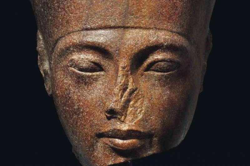 圖坦卡門頭像雖有缺損,仍不減其價值。