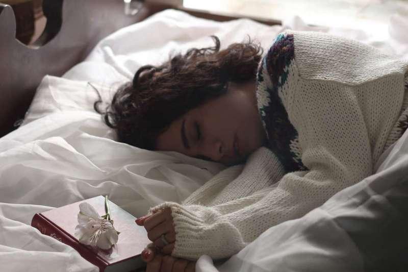 醫師建議,午睡時間不要超過三十分鐘(圖/Unsplash)