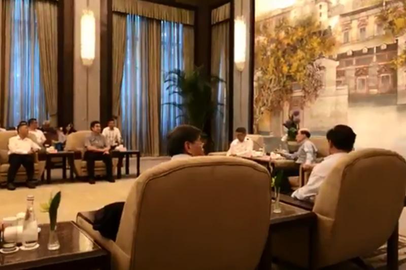 台北市長柯文哲今日下午在上海西郊賓館與中國國台辦主任劉結一會面,現場兩度進行直播。(取自柯文哲臉書)