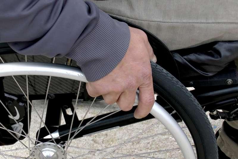 臺灣領有身心障礙手冊的人數大約為一百一十萬人,將近臺灣每二十三人當中就有一人領有身心障礙手冊。(圖/Pixabay)