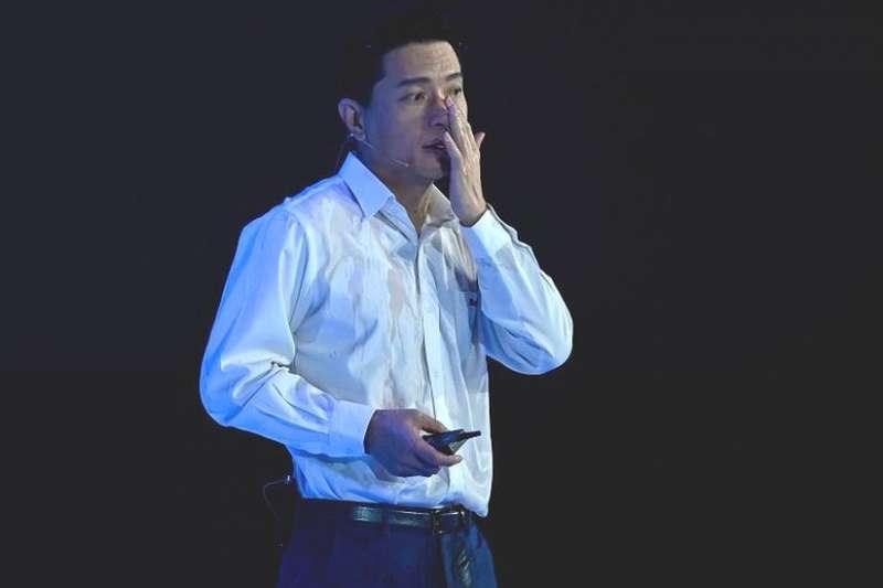 百度創始人李彥宏遭潑水。網絡語言將此事件調侃為「宏顏禍水」。(BBC)