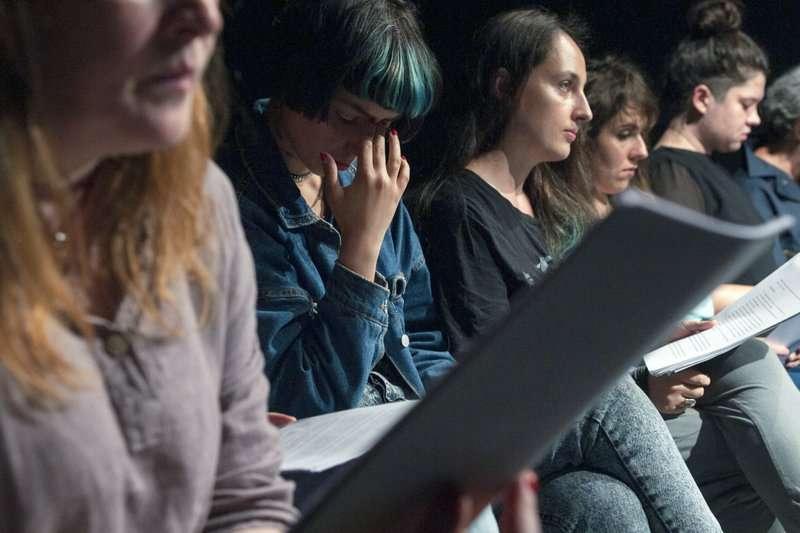 許多表演者首度公開自己遭受性暴力、性騷擾的經歷。(AP)