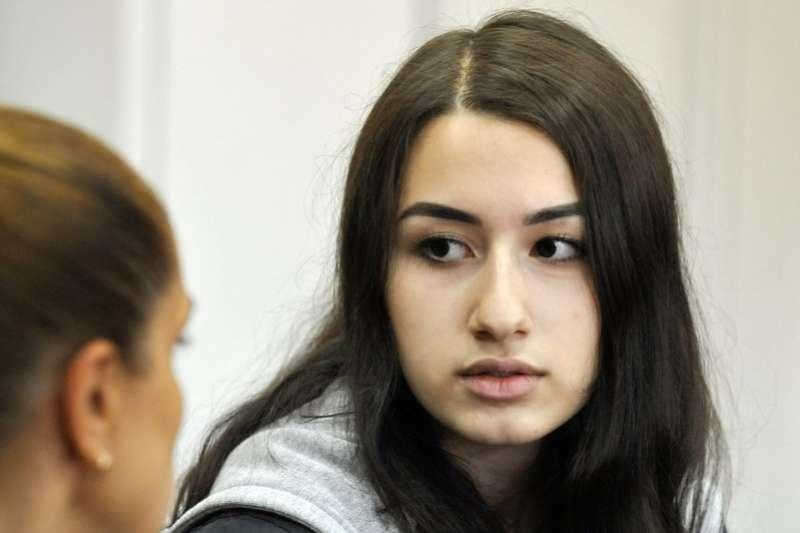 俄羅斯弒父三姊妹出席聽證會,圖為克瑞絲蒂娜。(AP)