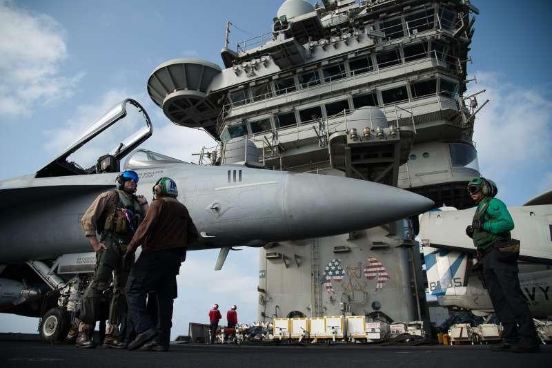 2019年6月,美國與伊朗關係緊張,美軍林肯號(USS Abraham Lincoln)航空母艦進駐波斯灣(AP)
