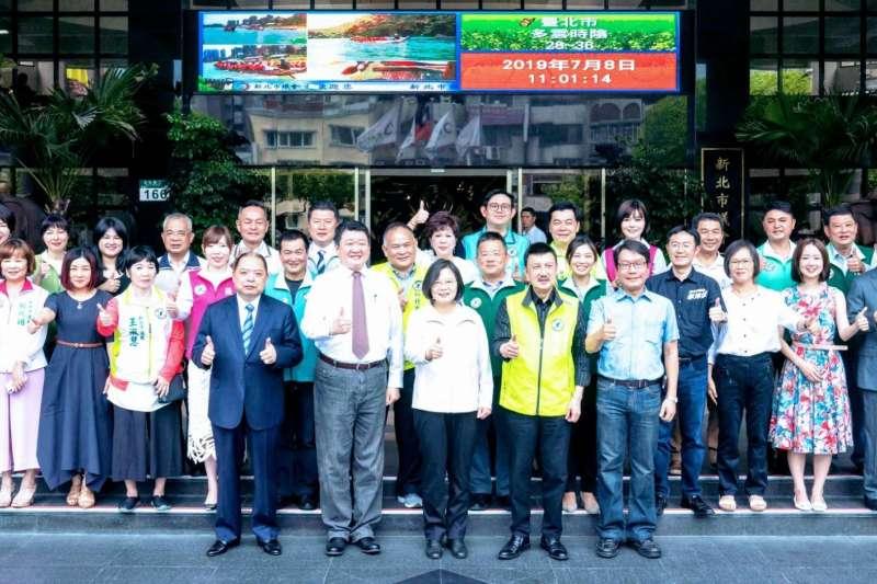 總統蔡英文中午訪問民進黨新北市議員。(取自臉書「余天 Yu Tian」)